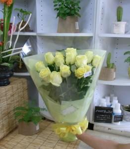 奥様のお誕生日に クリーム色のバラの花束2