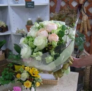 白とグリーンのブーケ風花束