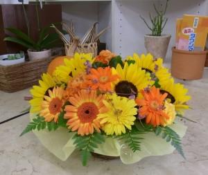 リース型アレンジメント 黄色オレンジ系 ビー玉入り