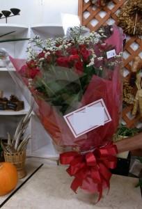 お誕生日のお祝いに 赤系の花束