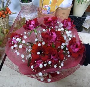 真っ赤なブーケ風花束