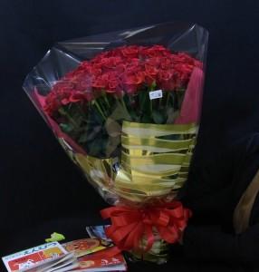 100本の赤バラの花束