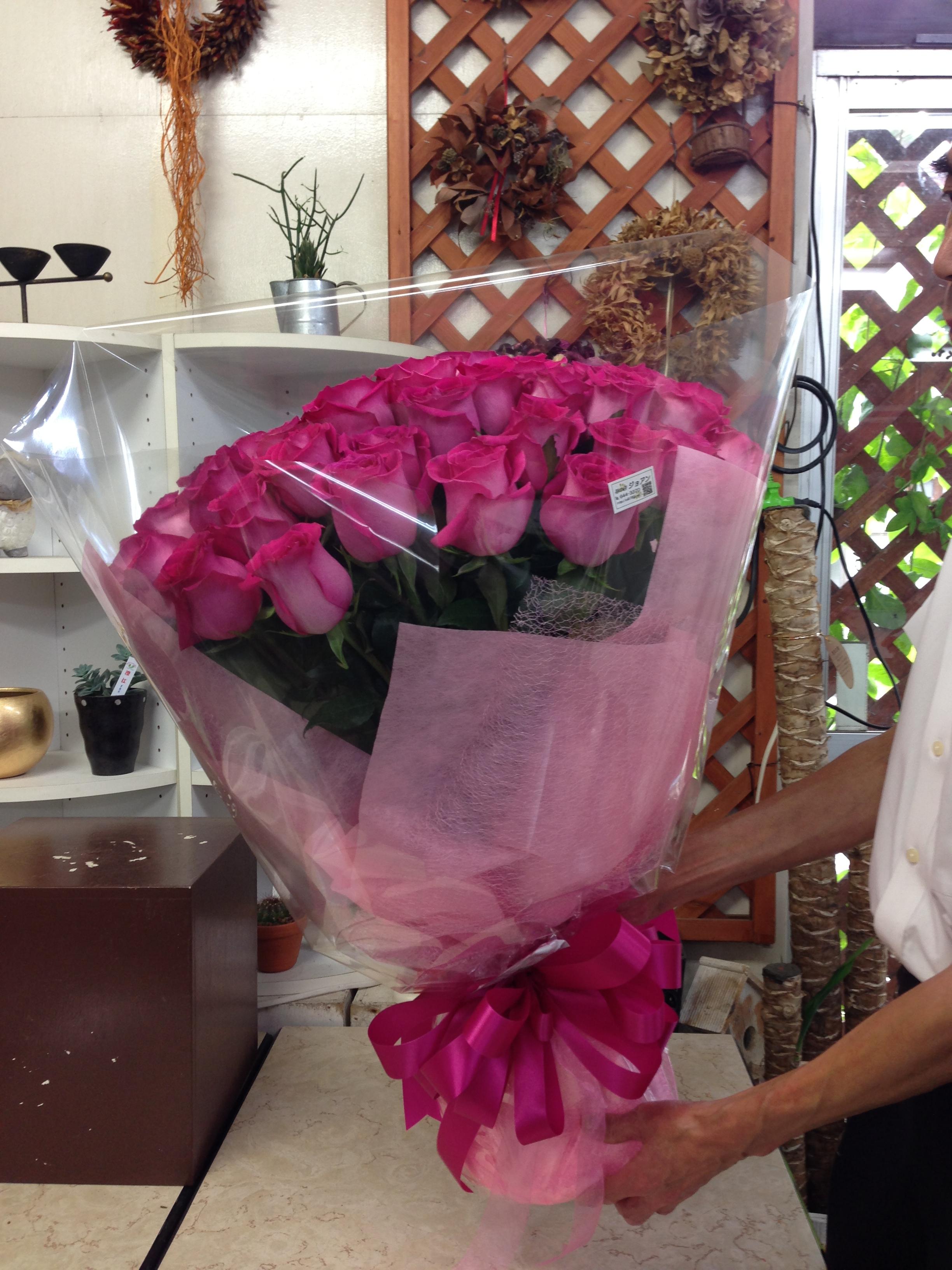お誕生日のお祝いに 40本のバラの花束