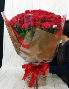 108本のバラの花束3