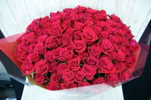 108本のバラの花束2