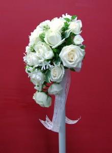 バラのティアドロップ型ブーケ2